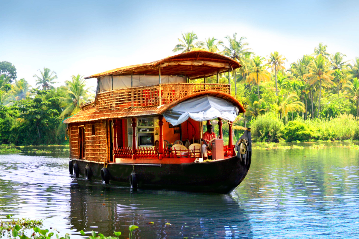 Backwaters-cruising in kerala